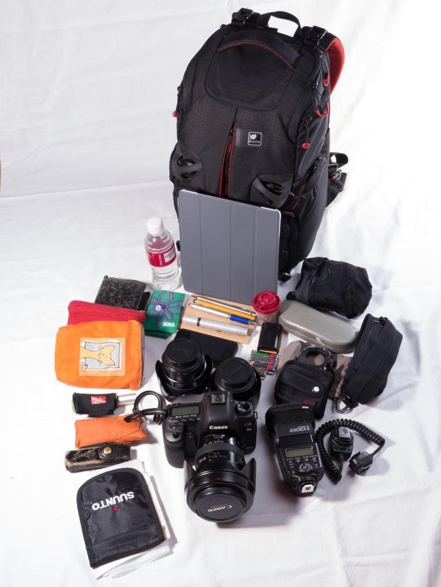Canon 5D +24-105 f/4 IS L, 35 f/1.4 L, 85 f/1.8, iPad, akkuja, tarvikkeita, jne..