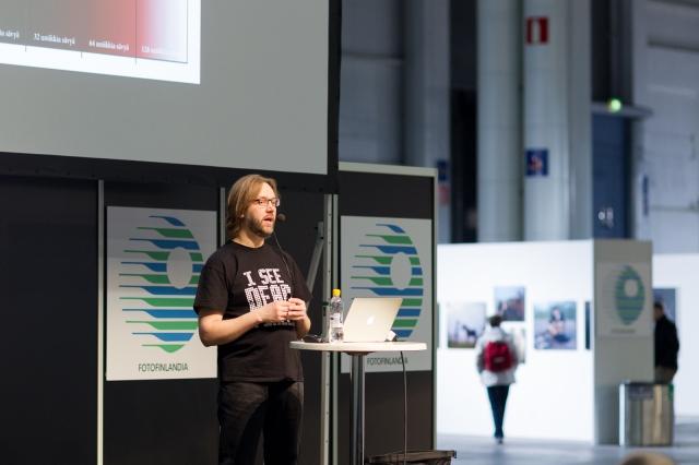 Docendofoorumilla esiintymässä (Kuva: Juha Janhonen)