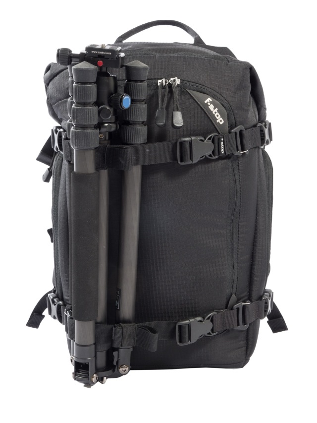 Kentiin voi hankkia ylimääräiset kiinnityshihnat, joiden avulla laukkun etupuolelle voi kiinnittää vaikkapa jalustan. Kuvassa Siruin kompakti hiilikuitujalusta.